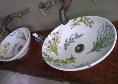 Fitted oval herb basins